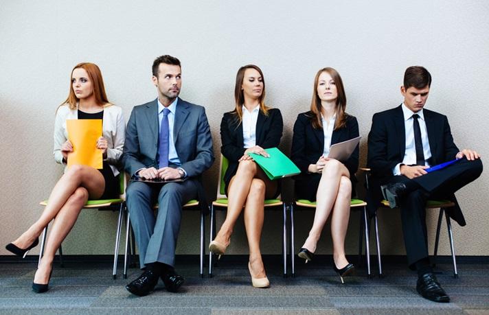 Identifica cómo un candidato gestiona sus emociones en una entrevista laboral