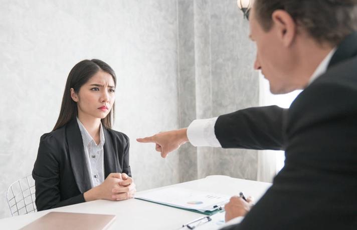 Evita emitir juicios anticipados en una entrevista de trabajo