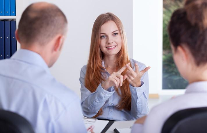 Observa el lenguaje no verbal en una entrevista de trabajo